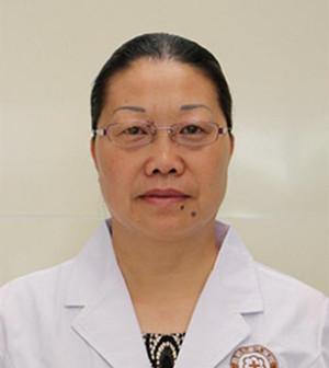 9岁女童额头发际中央部位白斑两个月治愈